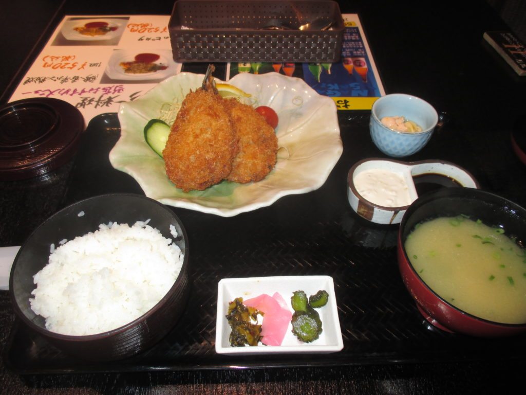 松浦市シティホテル一階にある飲食店、アジフライ美味しい。